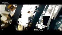 擎天柱刺穿对手《变形金刚3》最新宣传片