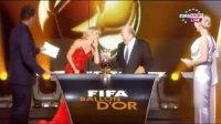 夏奇拉红裙惊艳亮相FIFA颁奖典礼