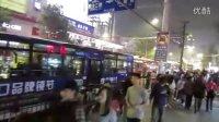 【拍客】实拍武汉十一之夜街头交通盛况