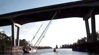 船桅杆过高如何过桥?