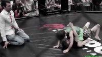 5岁男孩参加儿童MMA笼斗 打架 拳赛