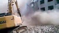 挖掘机拆楼.