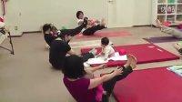 【时光】见过宝宝和妈妈们一起做瑜伽吗?萌翻了!