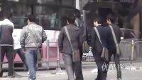 """【拍客】实拍南阳街头现身""""为人民服务""""群体"""