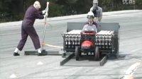 惊!可乐+曼妥思推动车子行进70余米破纪录