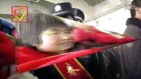 [拍客]春运民警再现温情帮老人送上回家的火车感动旅客!