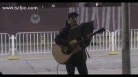2011年深圳平安夜流浪歌手翻唱《彩虹》