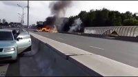 满载丙烷罐的卡车爆炸