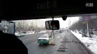 (2)行车10.3公里,慢点8分钟,吉林公交46线郑老师挑战空中摇摆鱼缸!