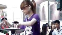 美女架子鼓表演