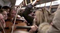 哥本哈根地铁上的乐队快闪