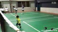 """中国羽坛惊现""""小林丹"""" 三岁半小孩左手握拍动作步伐"""