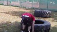 Fedor菲多最新户外训练:虐轮胎