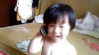 爆笑,一岁超可爱小女孩和爷爷奶奶通电话,宝宝语难倒电话那头的人!!!