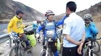 川藏线险遇抢劫,拦住警车报警。