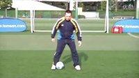 汤姆-拜尔校园足球教学视频之一 左右脚踩球练习