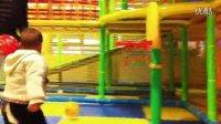 小天坛儿童乐园中玩投篮