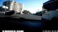 [拍客]大街实拍莫名其妙地翻车