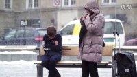 當路人看到冷到發抖的小男孩時,會發生什麼事?[中文翻譯]