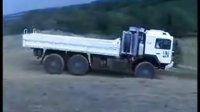 越野性能超强的多功能卡车