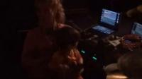 Pique:Drumming with mom! 米兰皮克和夏奇拉一起打鼓