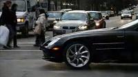 街头的黑色奔驰 Mclaren SLR Roadster