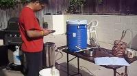陈老丁 手工精酿啤酒 (1)粉碎麦芽、加入热水、浸泡出糖