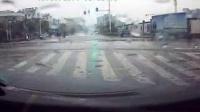 开车遇到闯红灯的