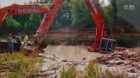 大型最新挖掘机工作视频事故现场视频 挖掘机工作视频