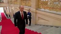 普京在克里姆林宫走过红毯的霸气出场!