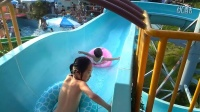 039一岁四个月思思游泳溜滑梯