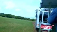胡静夫妇公交车遇险,遭遇公交车群殴
