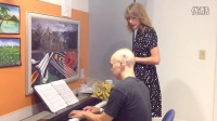 "Taylor Swift sings ""Someone Like You"" with leukemia patient"