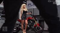 2014年8月摩托日历:琳娜和2014 Yamaha FZ-09