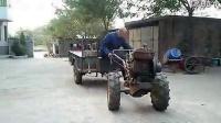 老头手摇起动单缸柴油机手扶拖拉机