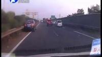 浙江:返程一脚急刹 酿成连环事故