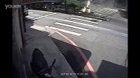 慎入!!!机车女被后面大货车瞬间挤爆!!!