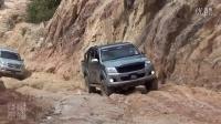 爬坡 丰田海拉克斯4X4 卡住了