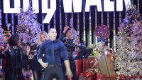 "【美国之声】TheVoice's Chris Jamison  Bruno Mars' ""Uptown Funk"" at Citywalk Tree Li"