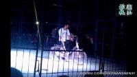 20150103黑狗熊骑单车+耍滑板+耍棍子【杂技团】
