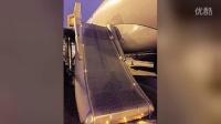 【波新闻】重庆再现乘客擅自打开航班安全门事件 原因不明