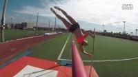 【Youtube奇趣精选】超级赞!妹子挑战撑杆跳高一跃腾空