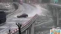 【屁大个事】【汽车】积水带来的连环车祸~1