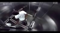 搞笑!电梯内的放屁恶作剧