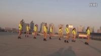 美女在天台嗨跳广场舞《福星高照》 画面太美