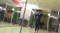 刘宁优美的现代钢管舞表演