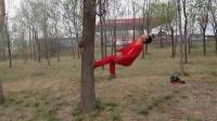 后空翻蹬树后空翻失误爆头搞笑视频