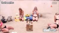 沙滩比基尼美女恶作剧-搞笑#比基尼女神#
