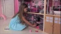 小公主闪耀的粉色玩偶娃娃房子