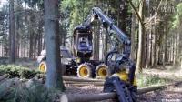 伐木技术哪家强?看看芬兰Ponsse公司设计的这款伐木神器,伐树打枝打节一条龙,简直就是变形金刚啊,看完了好心疼光头强!